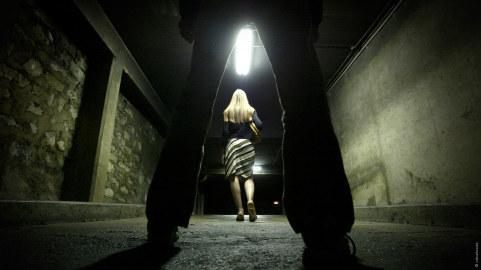 Vergewaltigung in dunkler Gasse